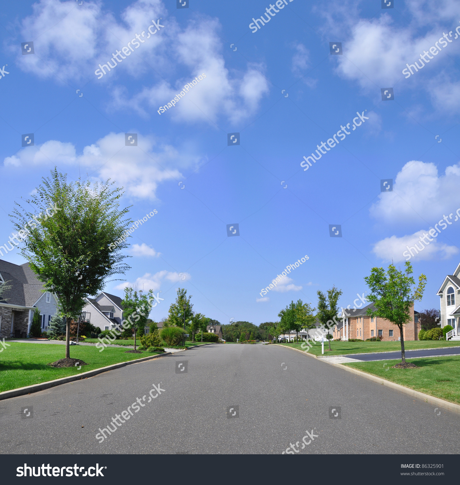 Beautiful Empty Suburban Residential Neighborhood Street ...