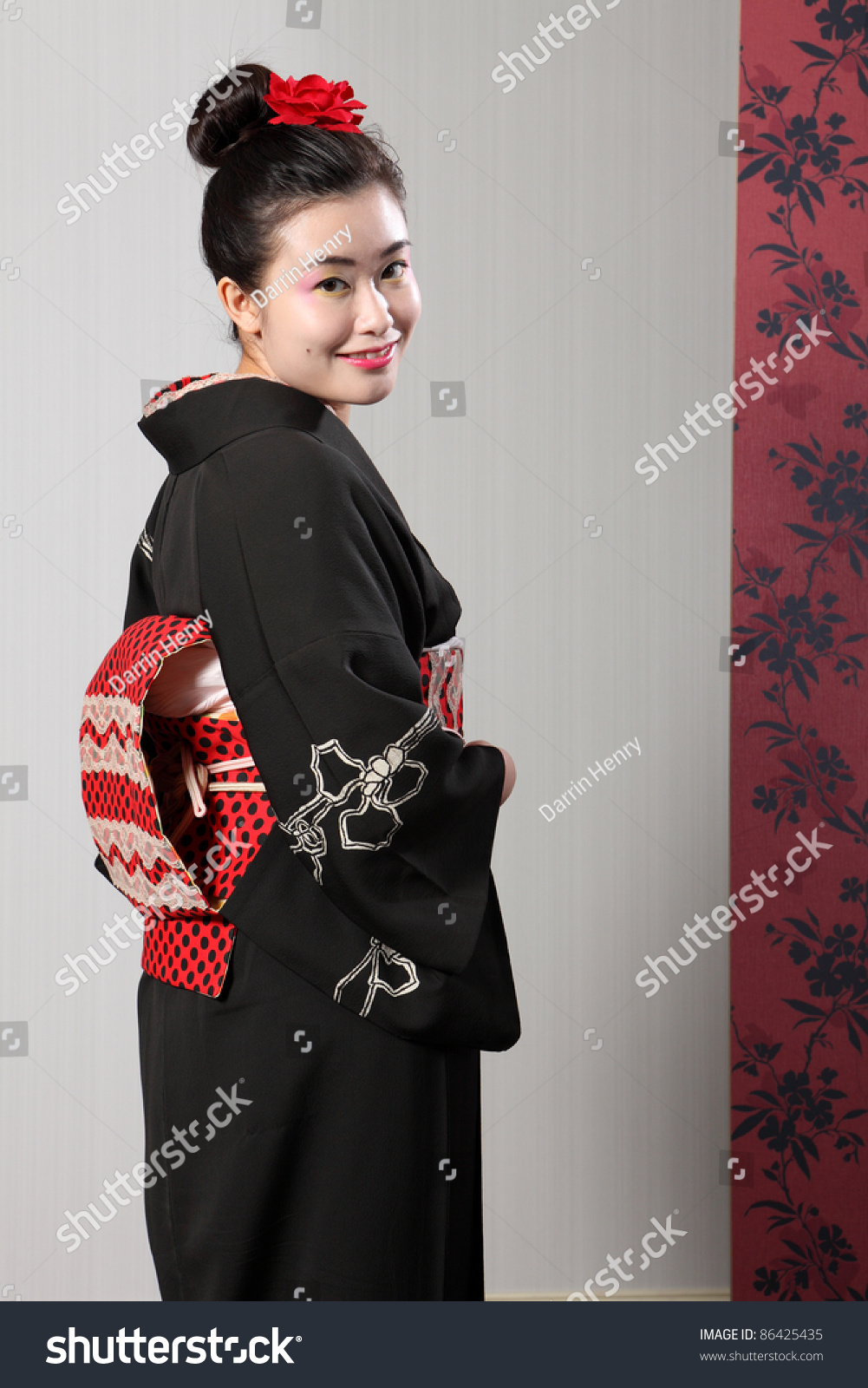 yaponku-na-vidu-u-vseh