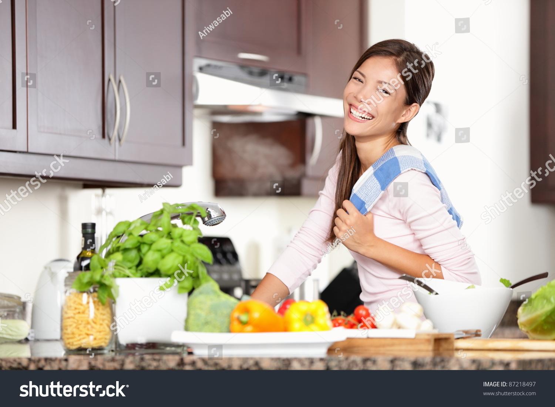 Фото женщины на кухне 15 фотография