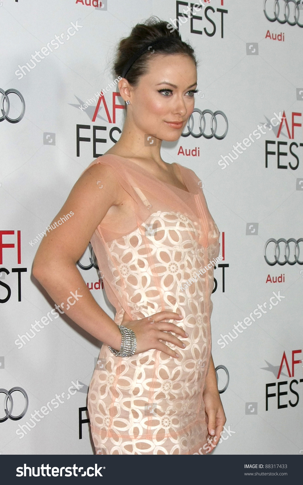 0d835472badf5 LOS ANGELES - NOV 6: Olivia Wilde arrives at the