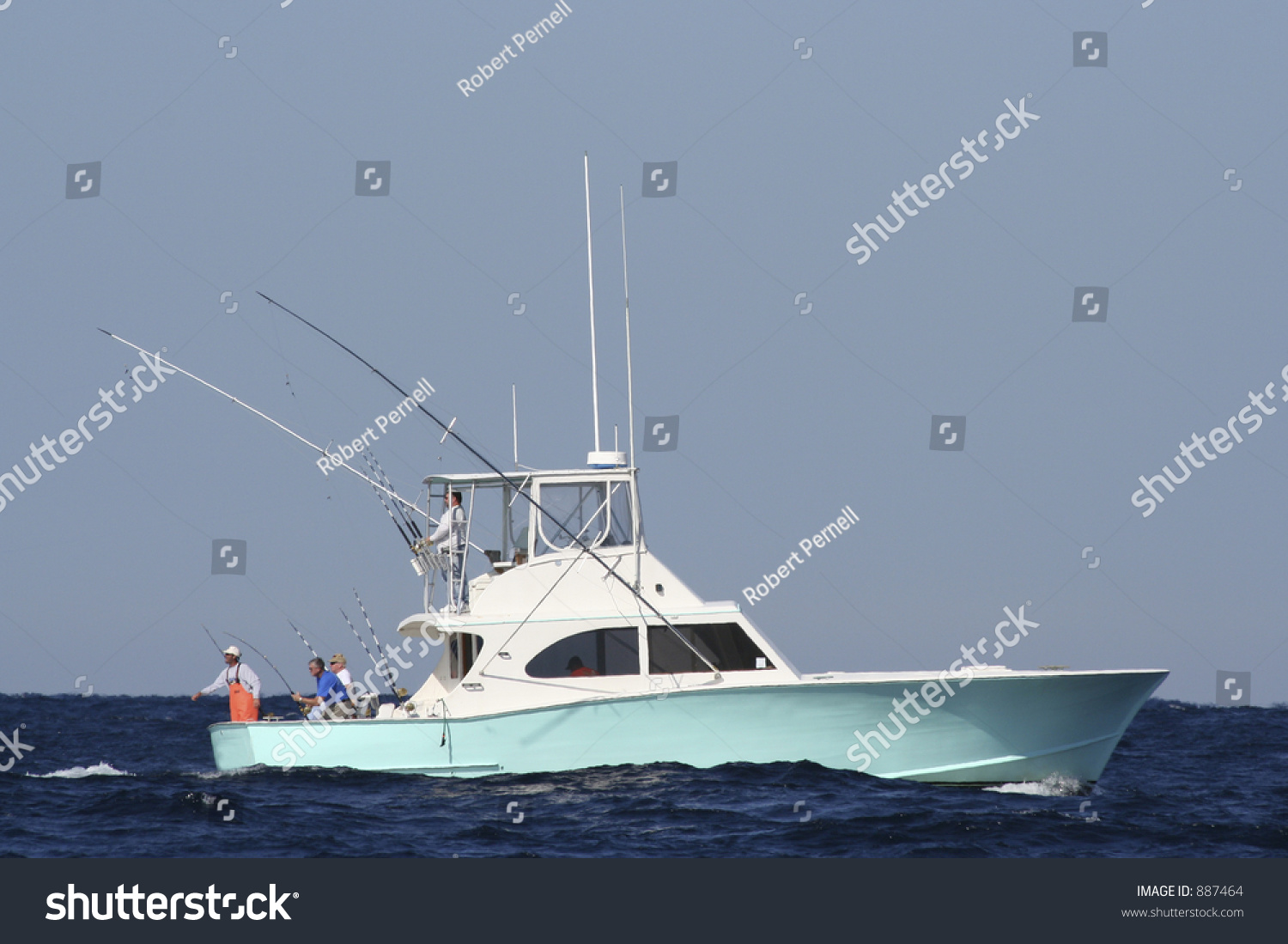 Sport fishing boat in the gulf stream reeling in game fish for Fishing boat games
