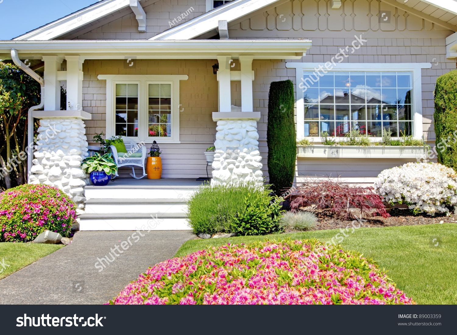 Small White Cottage House Exterior Stock Photo 89003359