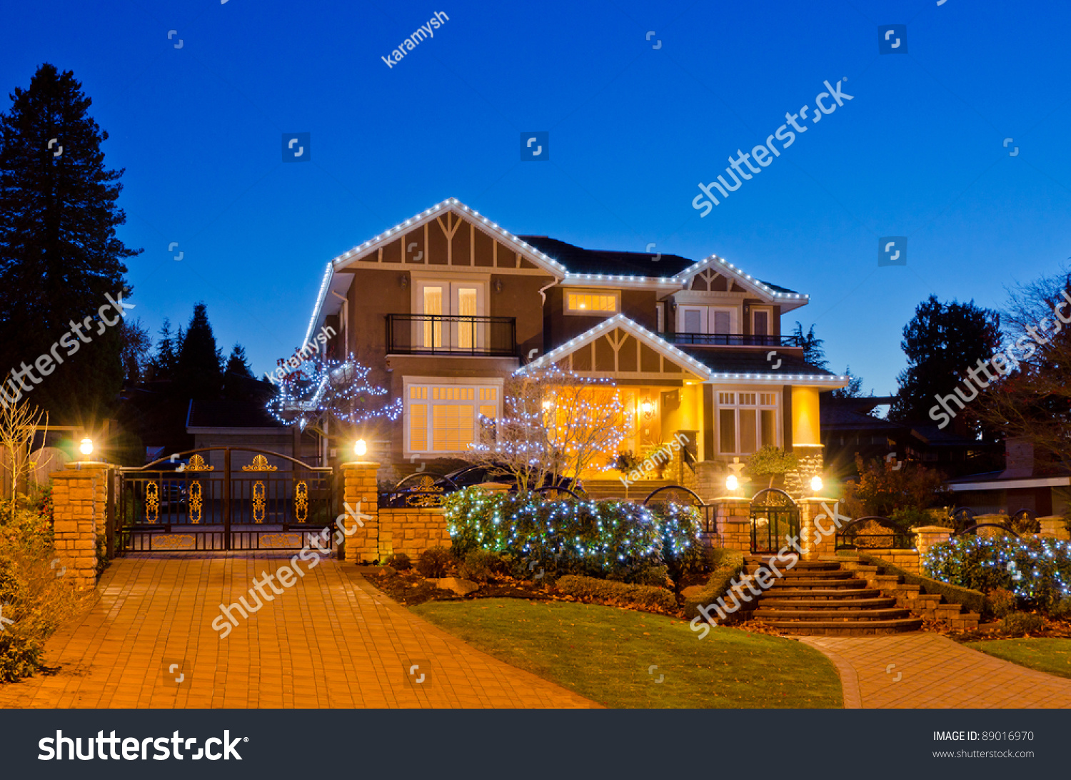 Luxury House At Night In Vancouver Canada Stock Photo 89016970