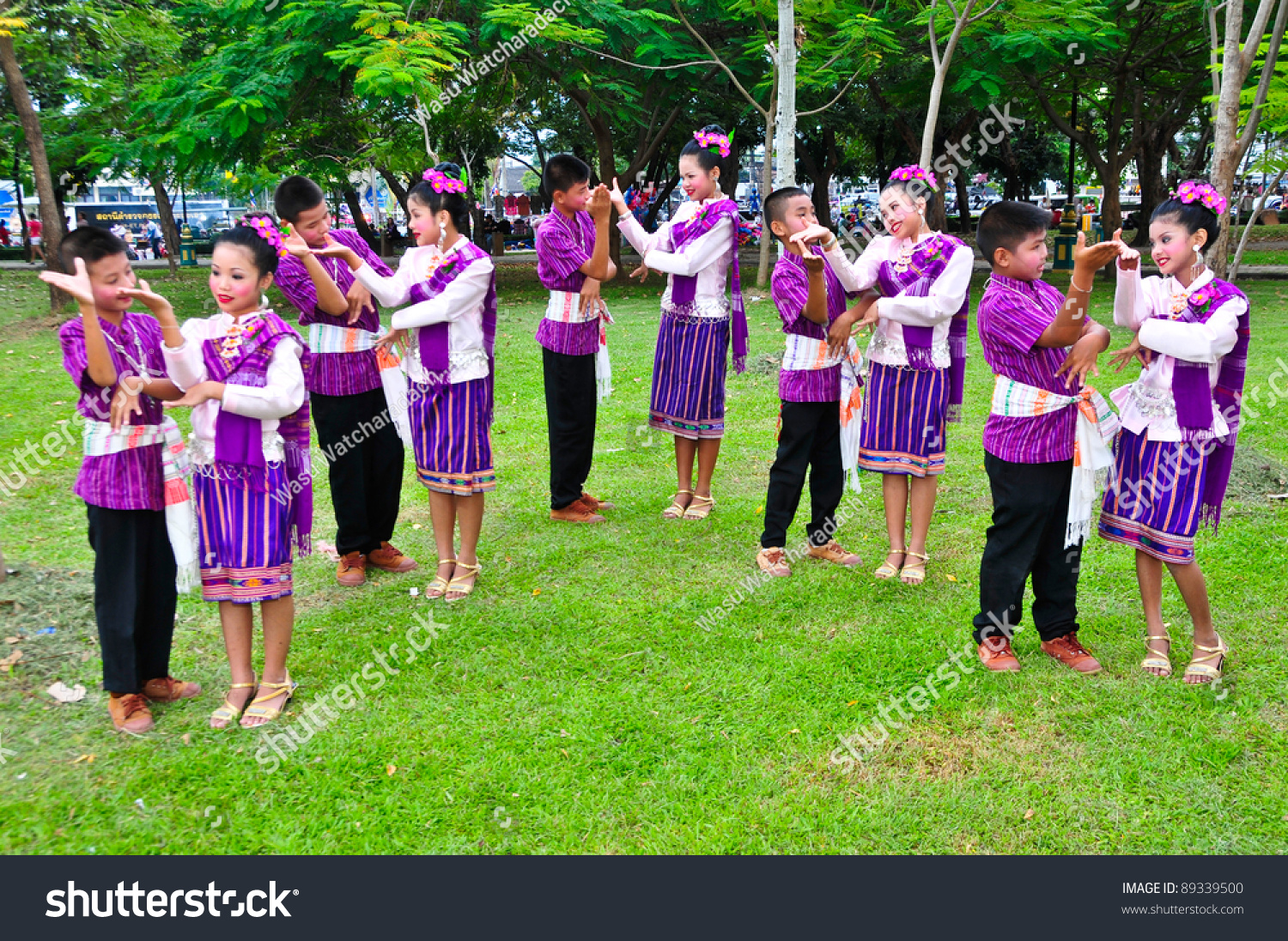 Roi Et Thailand  city images : ROI ET, THAILAND NOVEMBER 10: Thai people in national costume. Thai ...