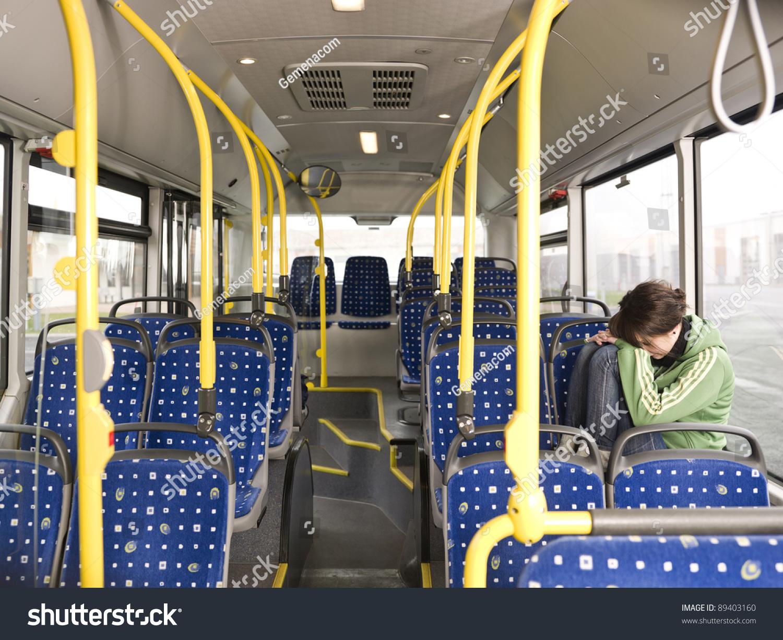 Blondes Flittchen im Bums Bus durch gefickt