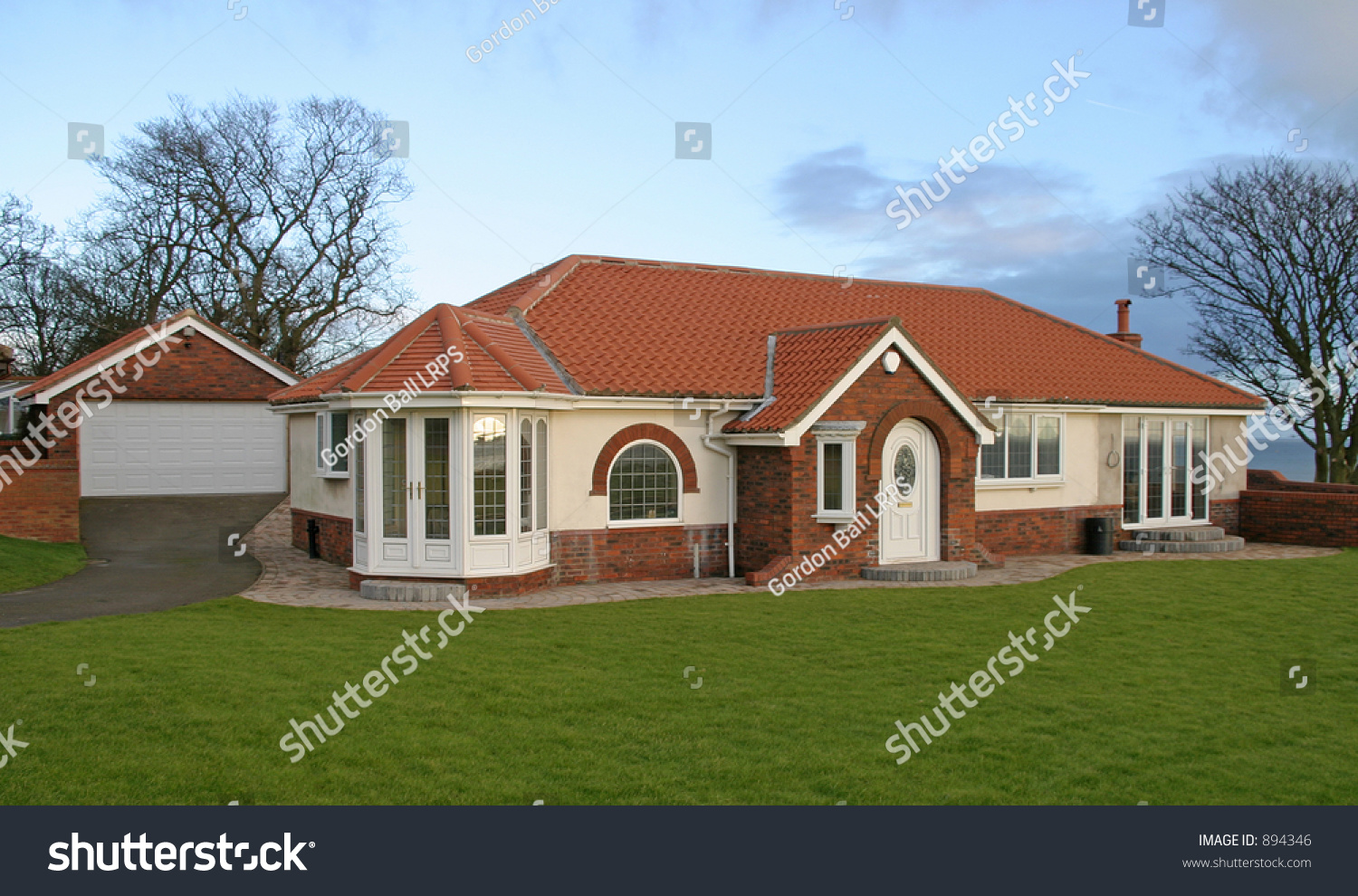 Luxury Uk Bungalow With Garage Stock Photo 894346