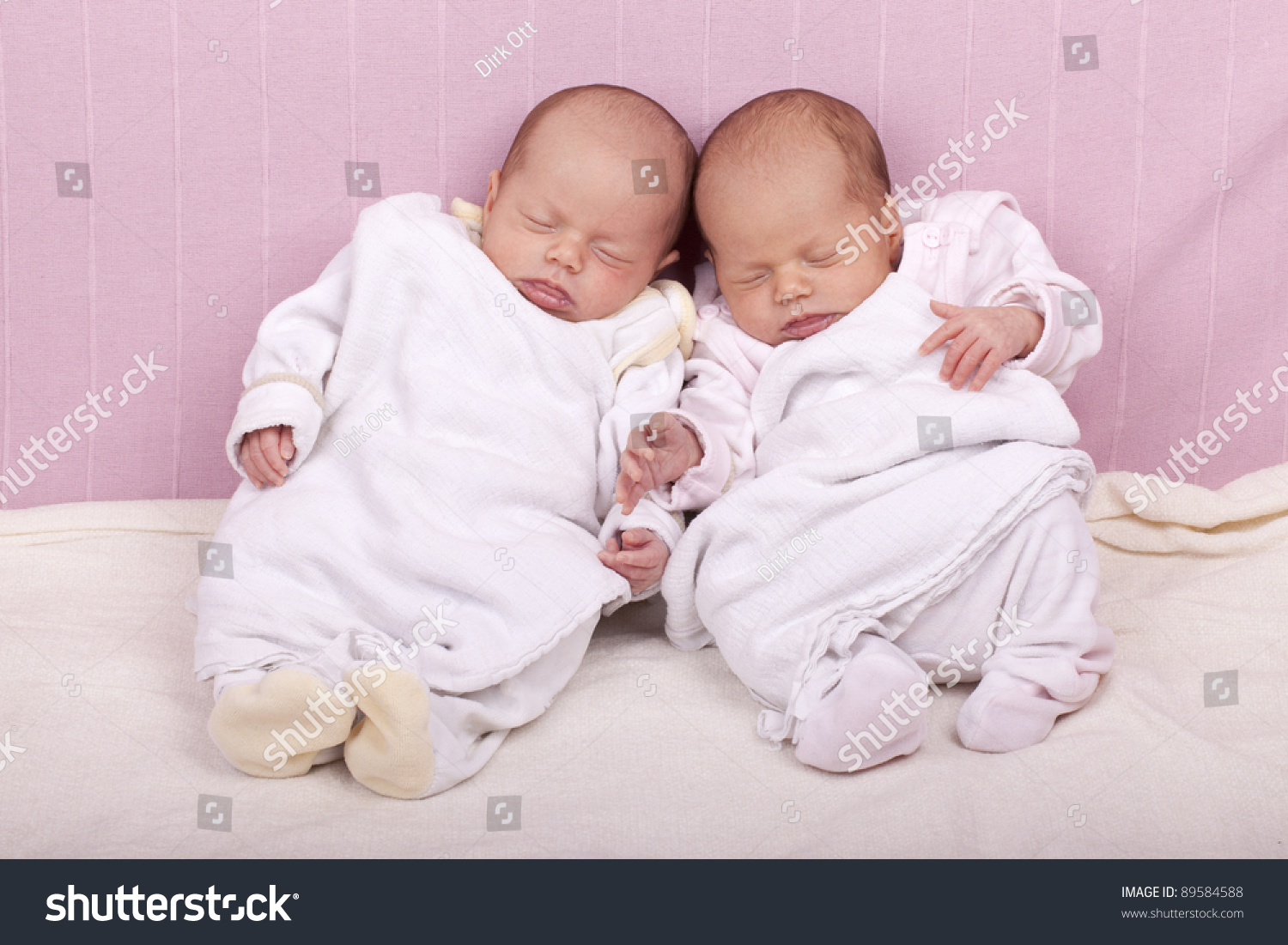 identical twin newborn babies - photo #7