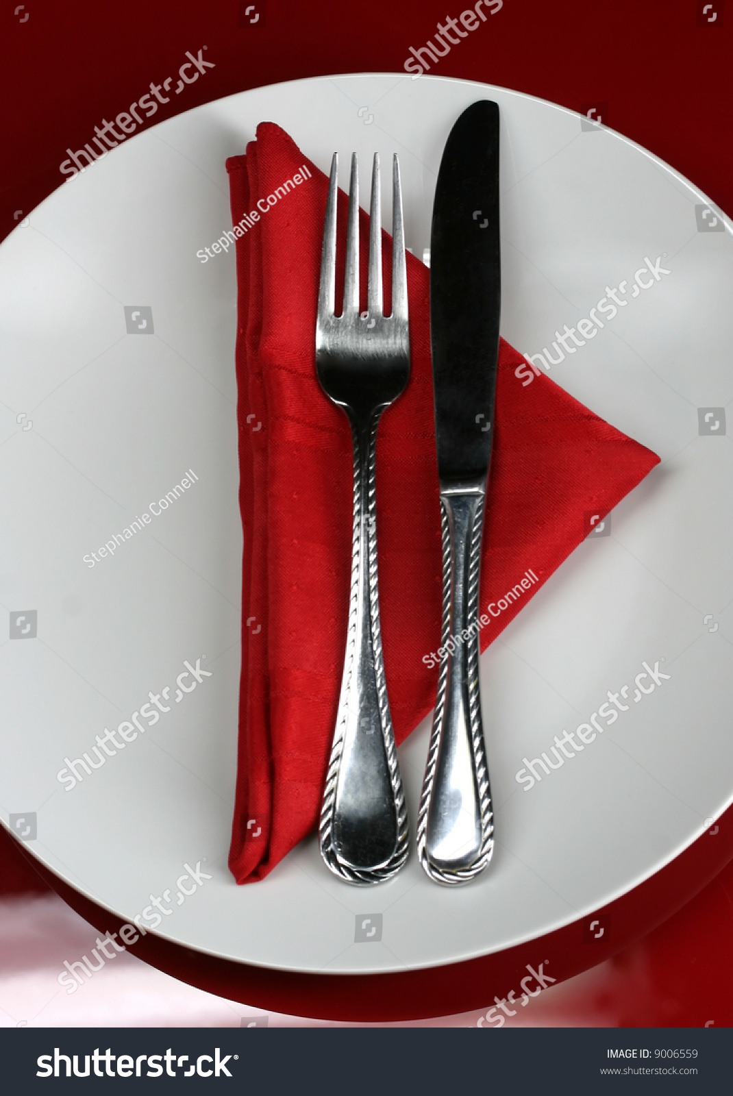 Modern restaurant table setting - A Modern Restaurant Table Setting In Red Preview Save To A Lightbox