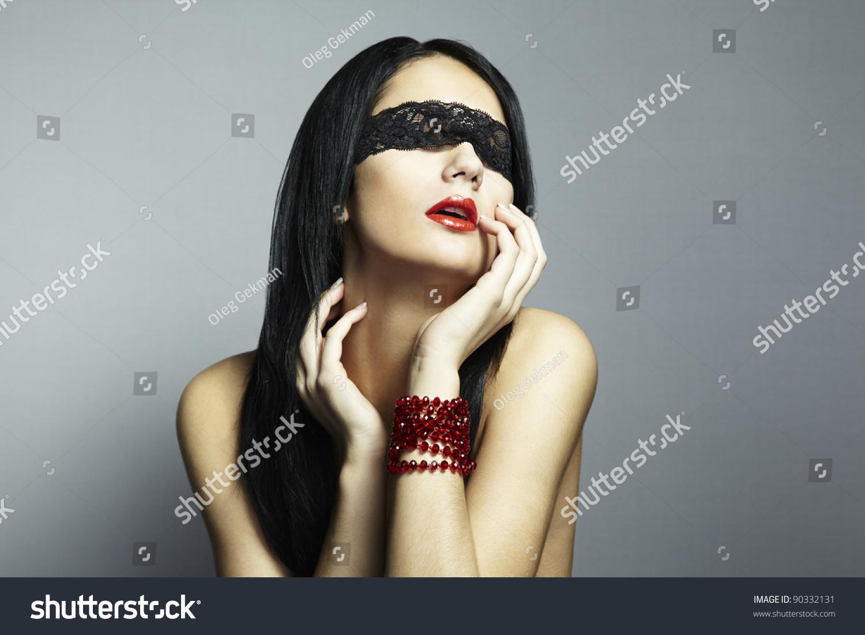 Фото брюнеток с завязанными глазами 17 фотография