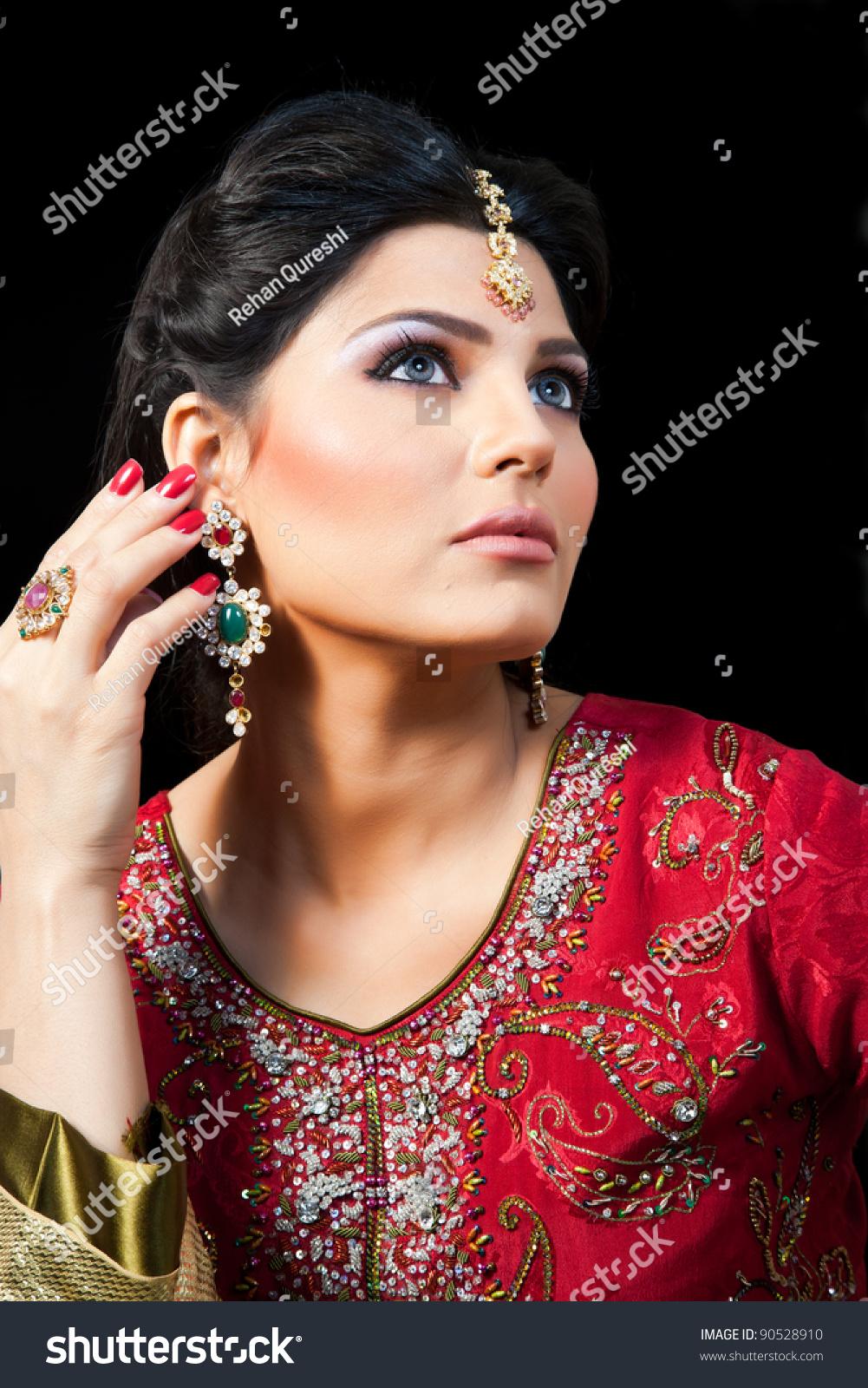 Muslim Indian Bride Wearing Red Bridal Stock Photo (Royalty Free ...