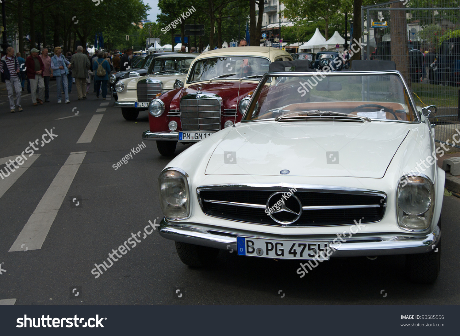 Berlin may 28 car mercedes benz 230 sl the exhibition for Mercedes benz car history
