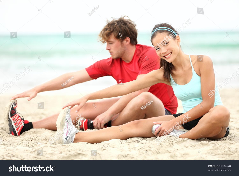 Фото упражнения азиаток занимаются на пляже 8 фотография