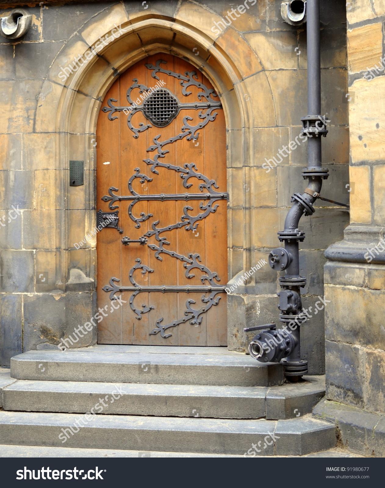 The old wooden door old wooden door of the st vitus for Door z prague