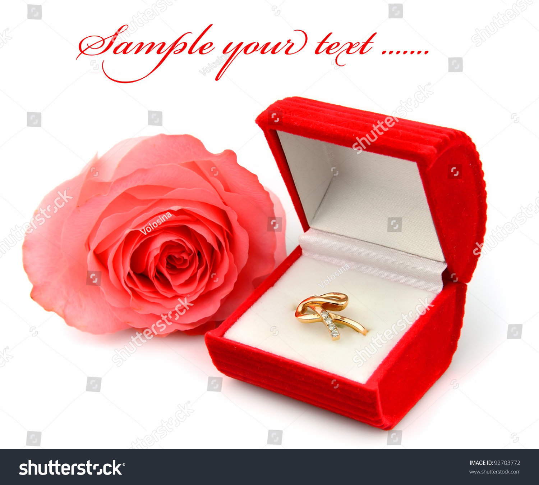 Фото кольца в коробочке с цветами
