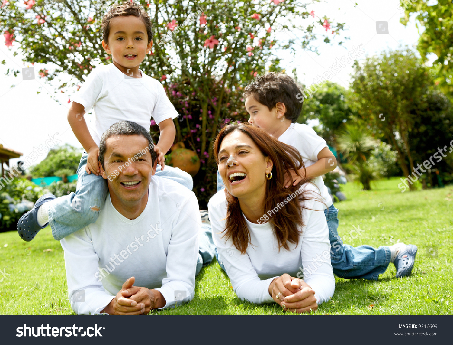 essay family portrait Find out how learning your family's health history can help you discover your genetic heritage and risks, and guide you in making healthy environment and lifestyle choices learn about how to obtain and create a family health history.