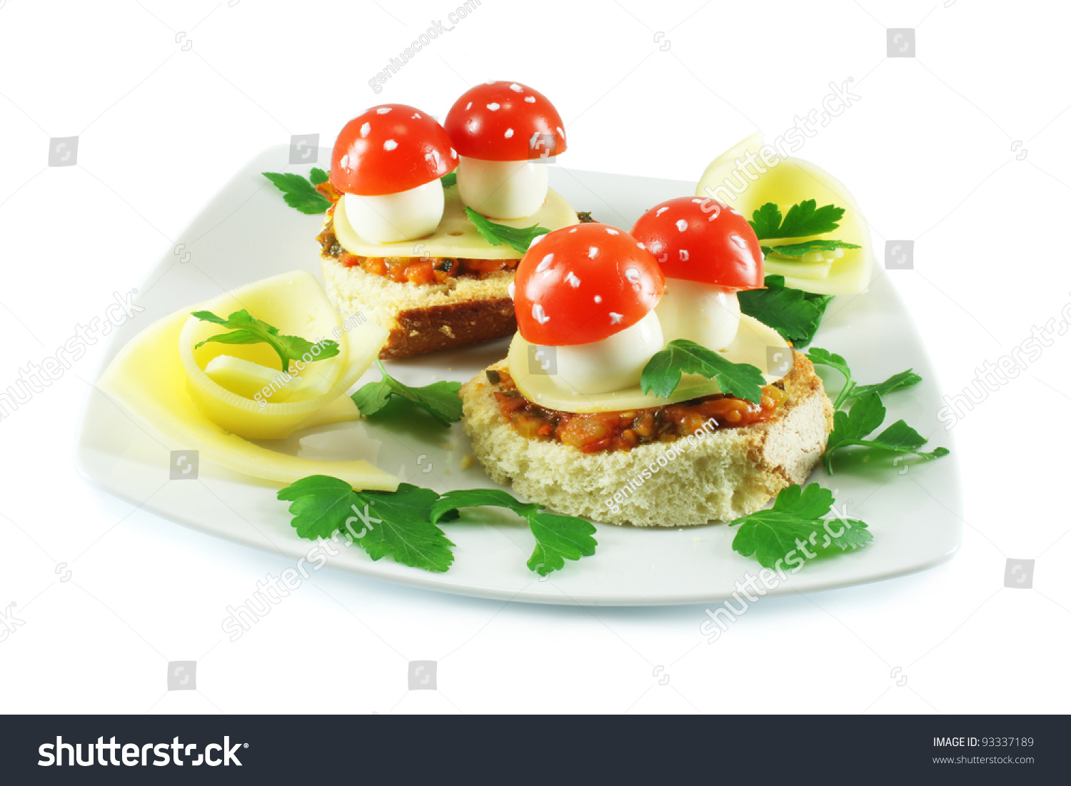 Small sandwiches canap s with quail eggs cherry tomatoes for Quail egg canape