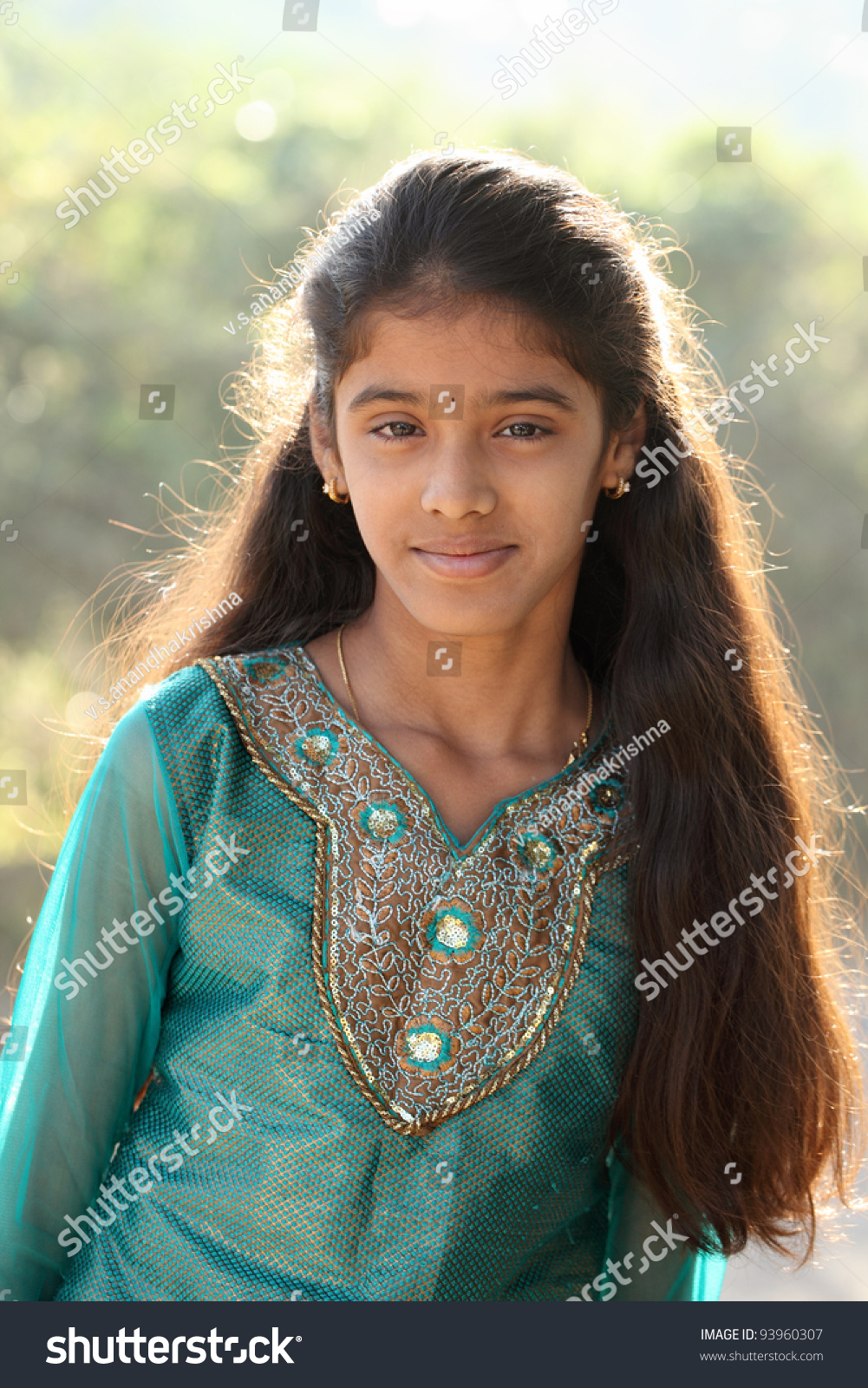 Beautiful Teen Girl: Indian Beautiful Teen Girl Stock Photo 93960307