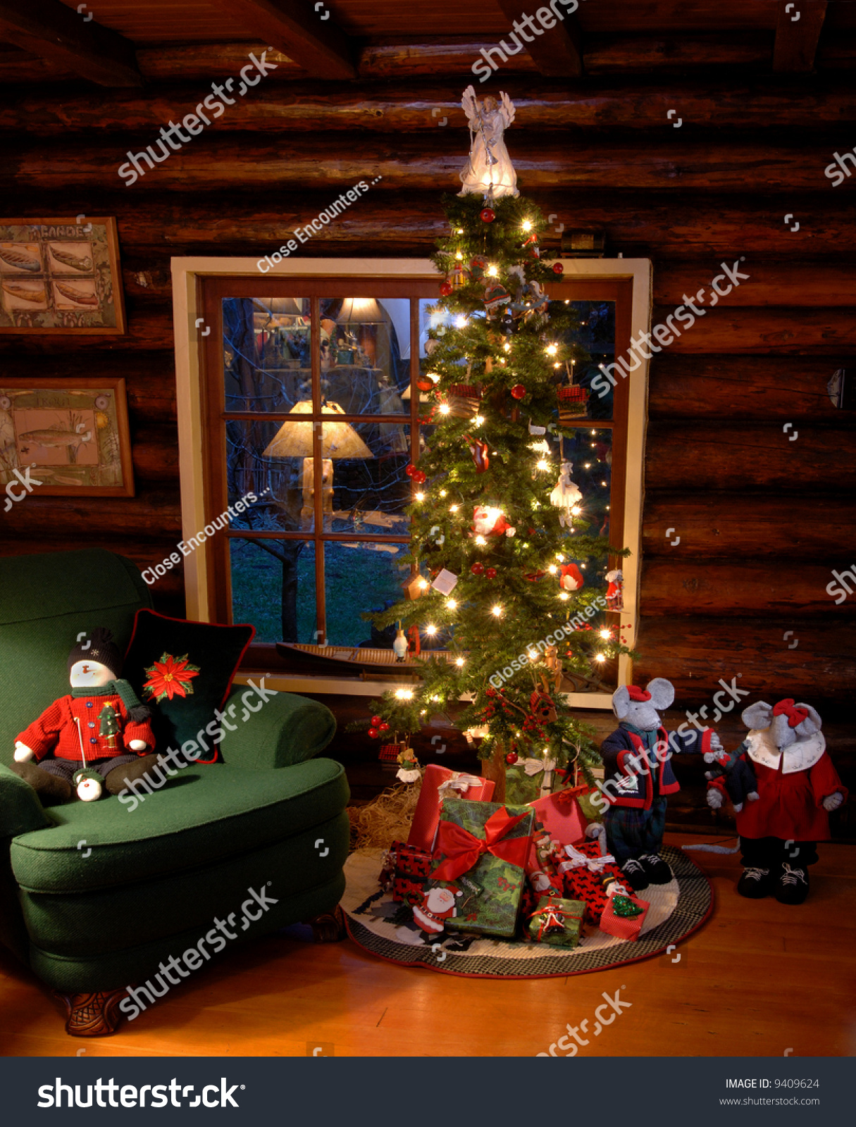 Old Fashioned Christmas Tree Log Cabin Stock Photo 9409624
