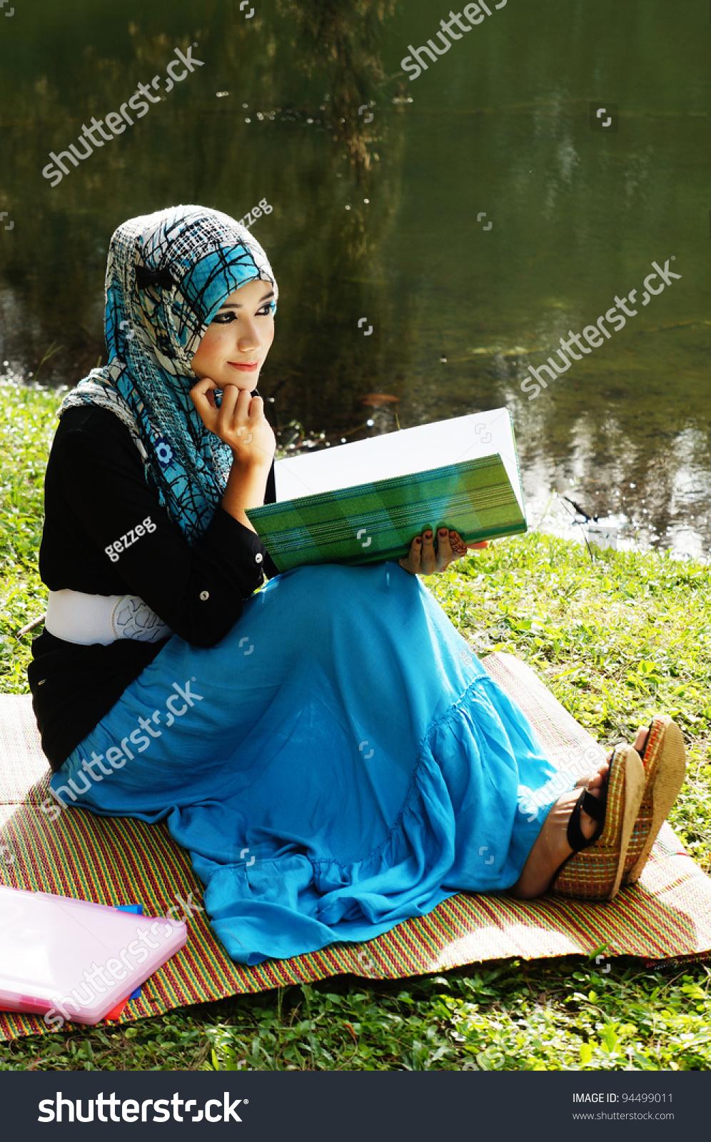 muslim single women in lake Read our expert reviews and user reviews of the most popular history of muslim women  blackjack game online single black women in  rock lake.