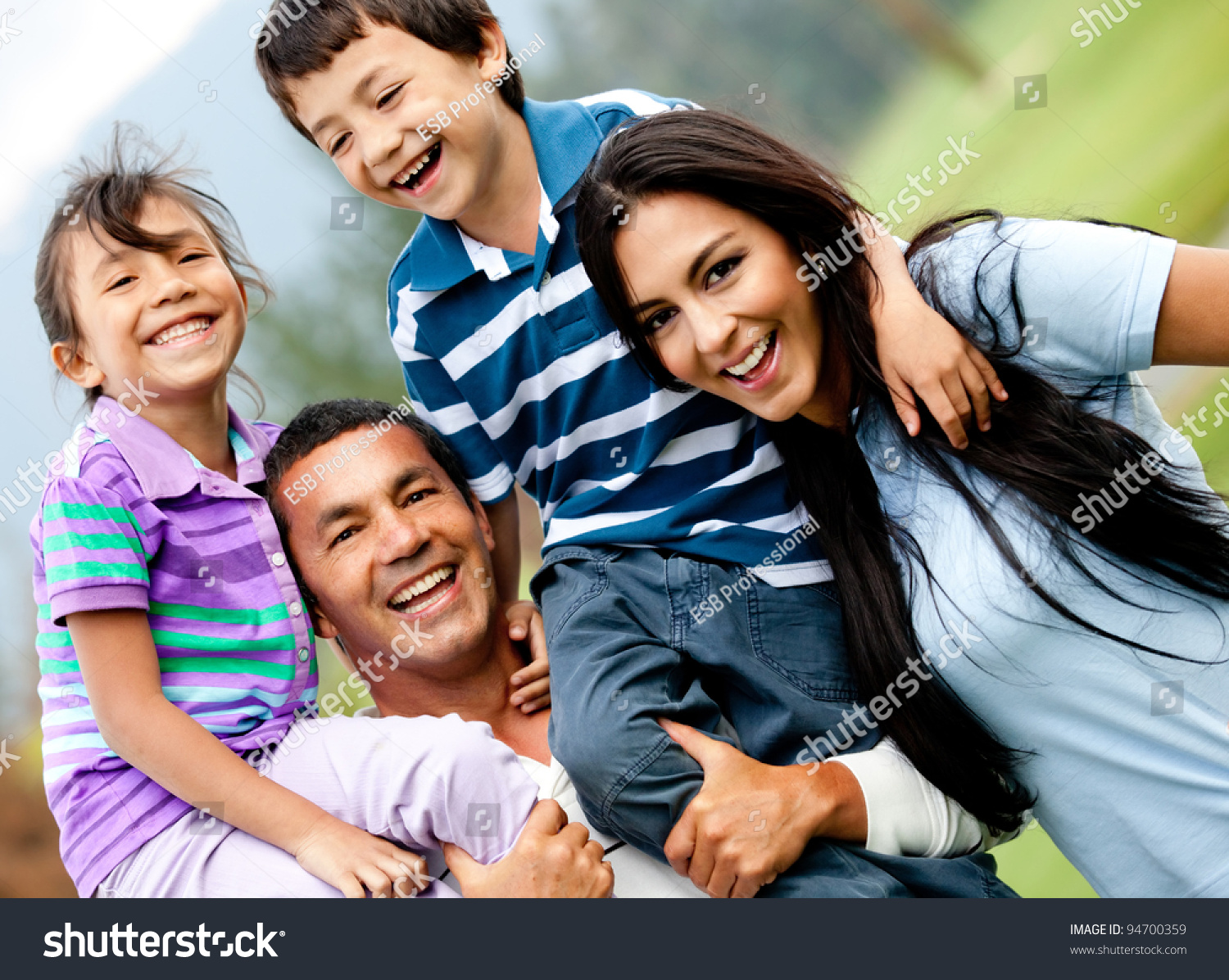 relationship with family members essay » healthy relationships and families healthy family relationships help all members of a family feel safe and connected to one another.