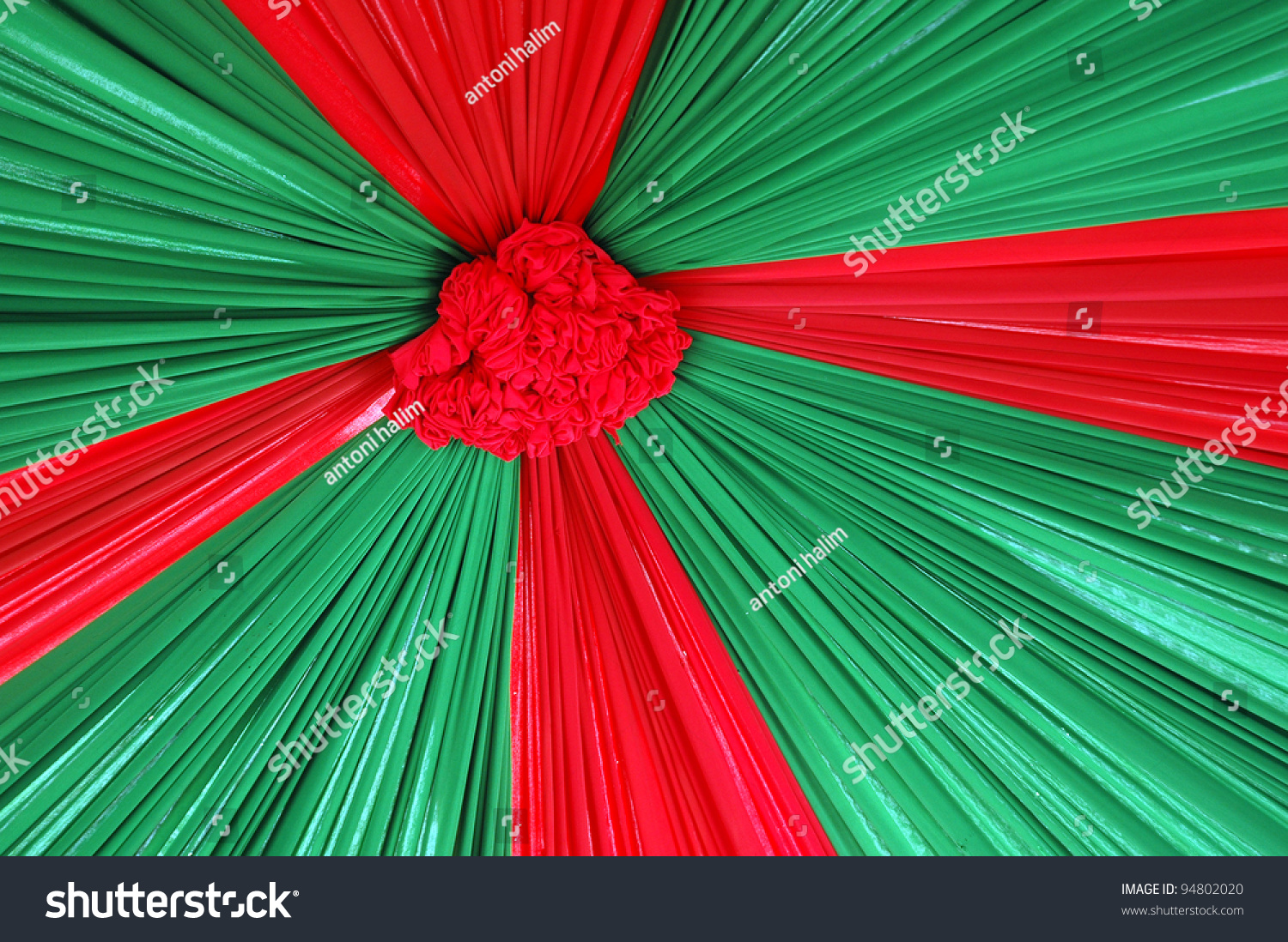 Beautiful Decoration With Red And Green Color Combination