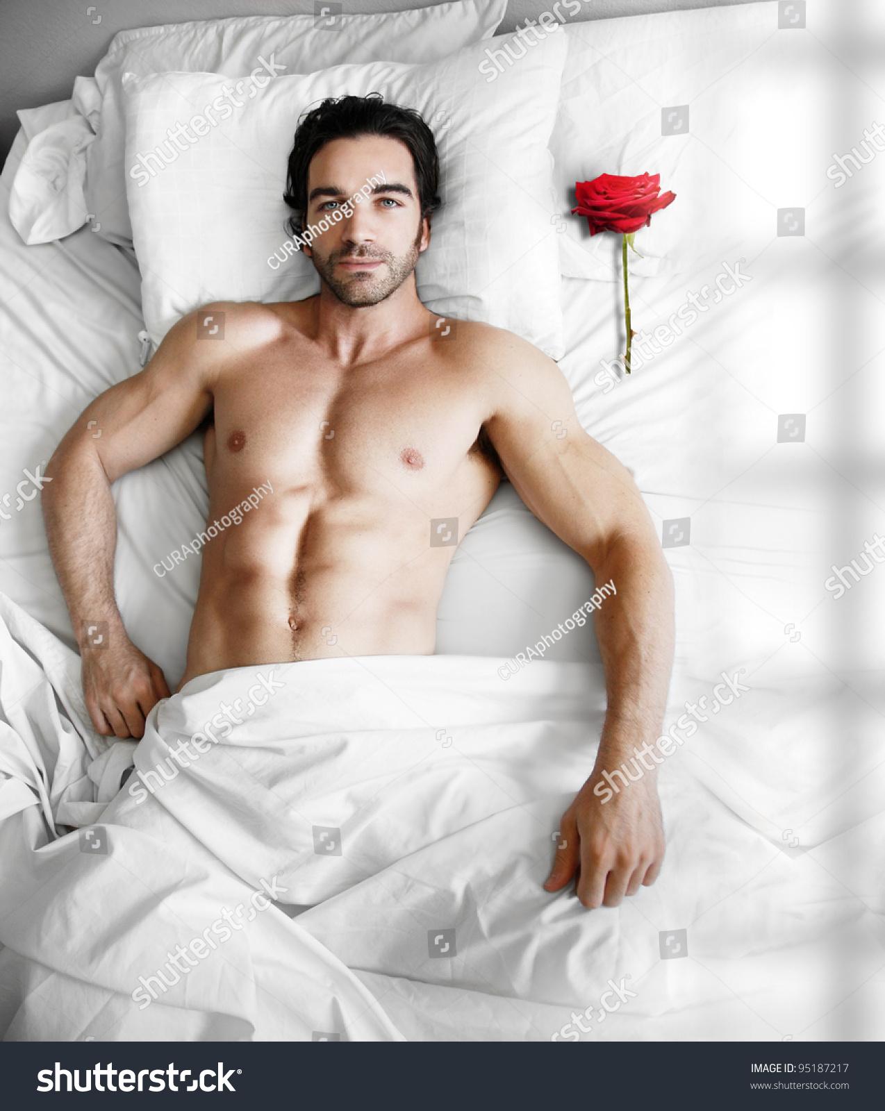 seksualnie-muzhchini-v-posteli