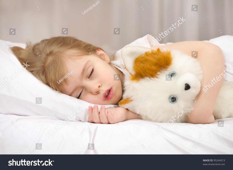 Толстуха спит на матрасе фото 1 фотография