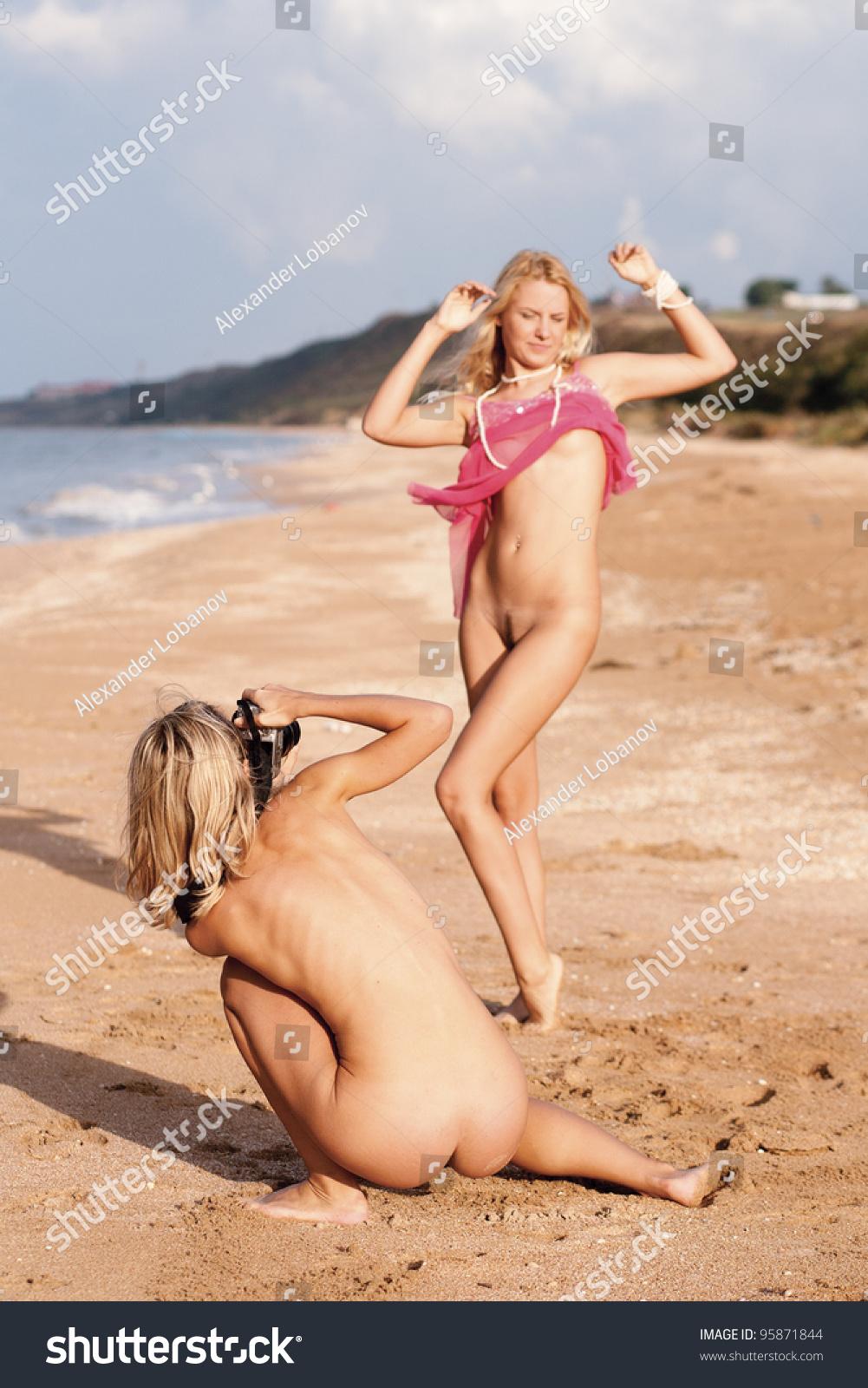 naked favdolls[[[[[[[[[「「 ]]] Naked girl photographer. Beach, Black Sea.