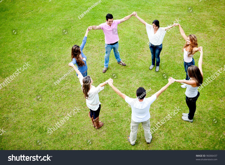 Руки вверх в кругу своих друзей