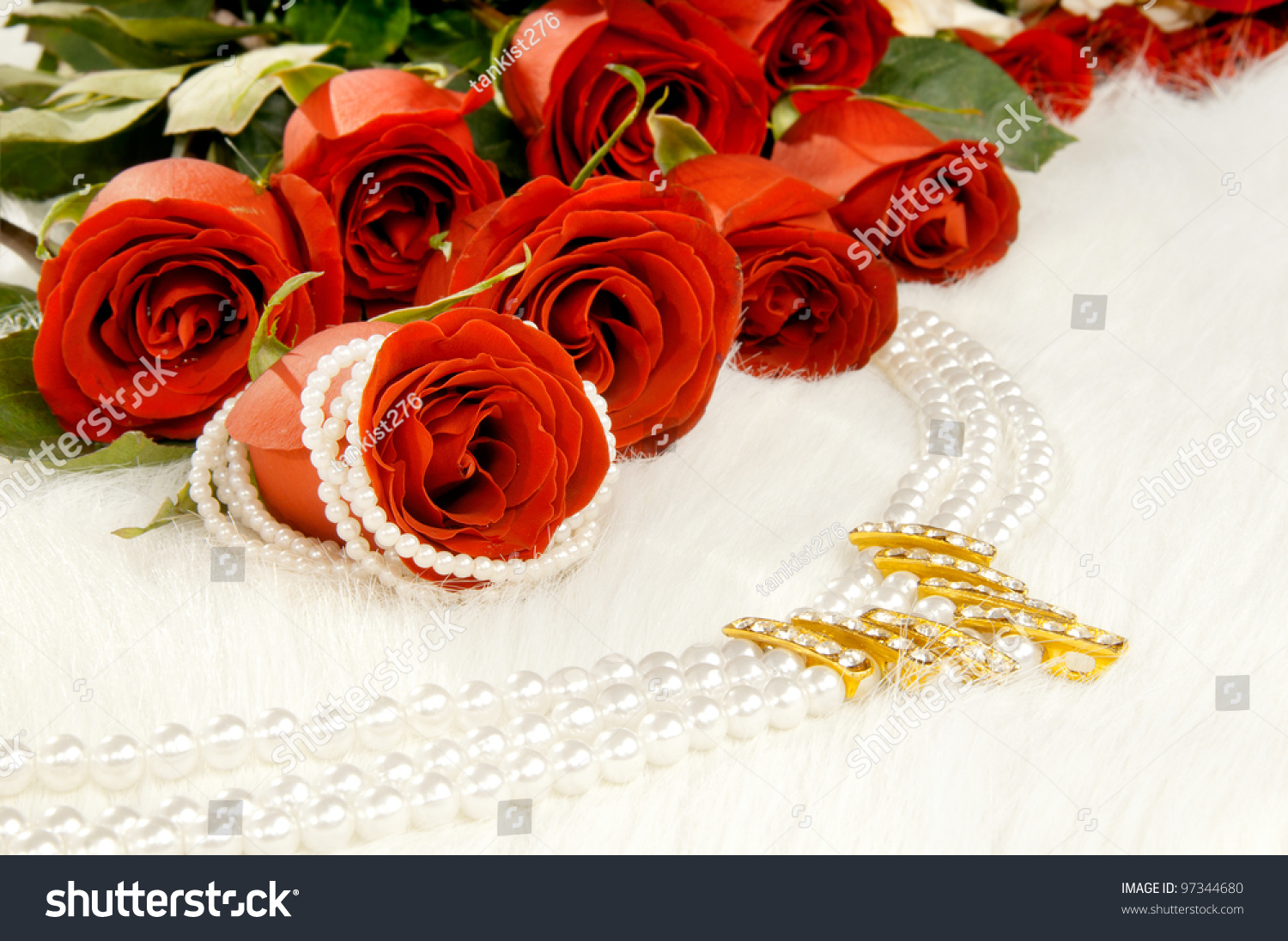 Bouquet Beautiful Red Roses And Pearl Necklace; Lay On ...