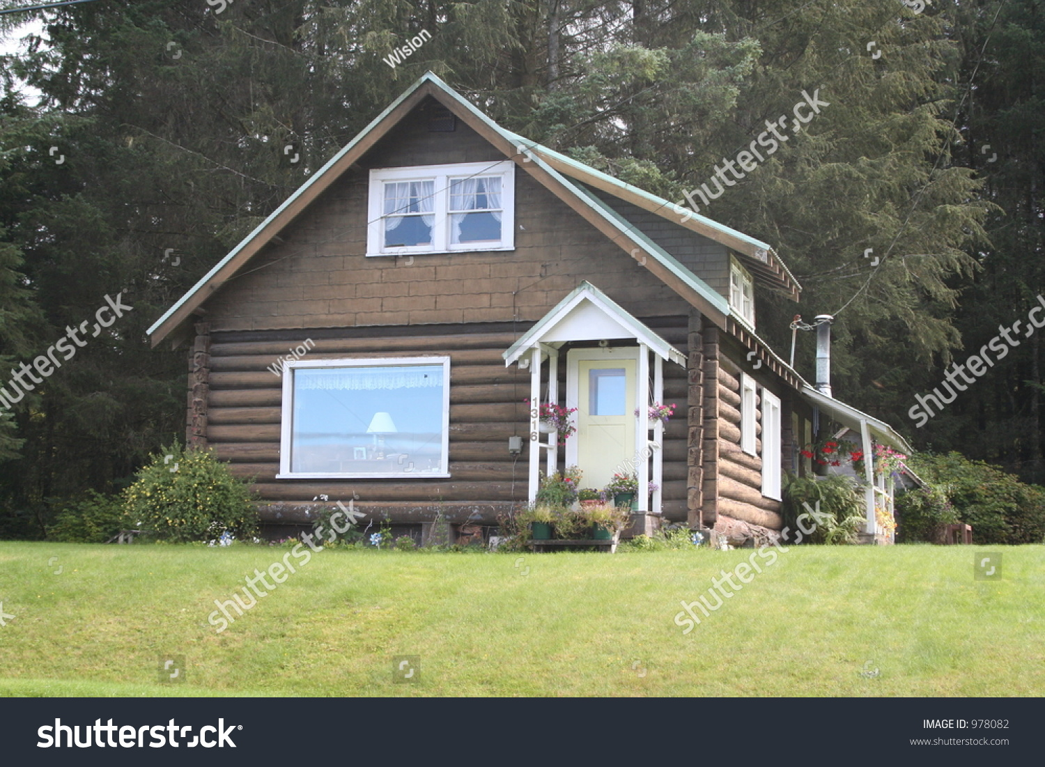 Small Family House Stock Photo 978082 Shutterstock