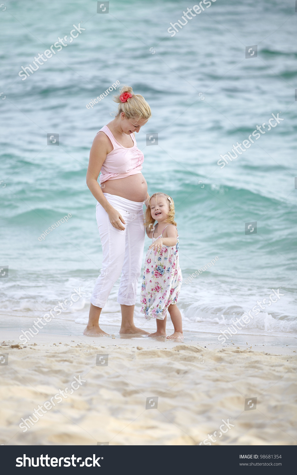 Topless Free Nude Pregnants Pictures