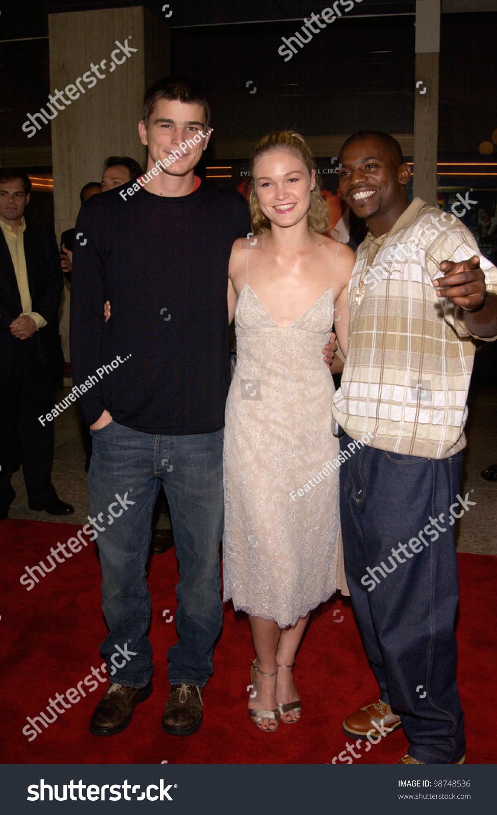 ¿Cuánto mide Josh Harnett? - Altura - Real height Stock-photo-actress-julia-stiles-with-actor-josh-hartnett-left-mekhi-phifer-at-los-angeles-premiere-of-98748536