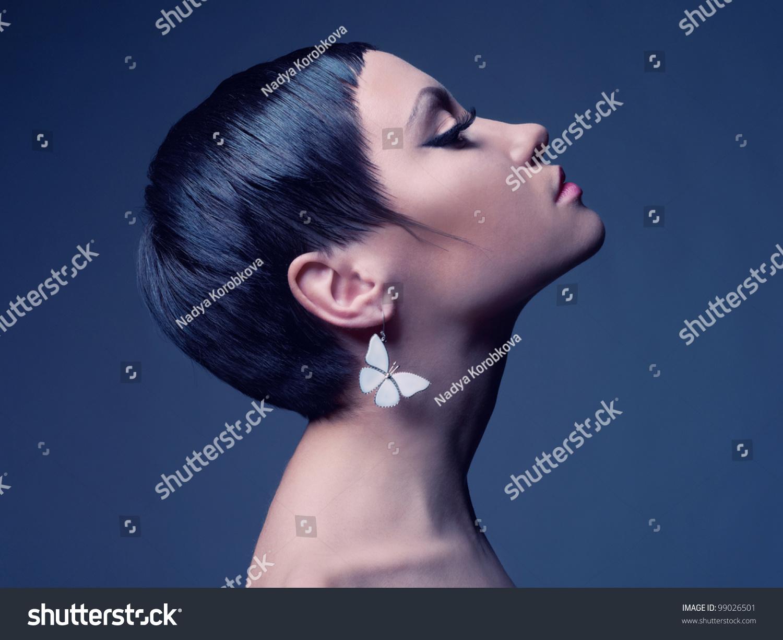 Morenita de pelo corto 3