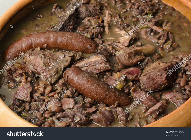 Feijoada - Brazilian black bean, sausage, pork and beef stew. (Cozinha ...