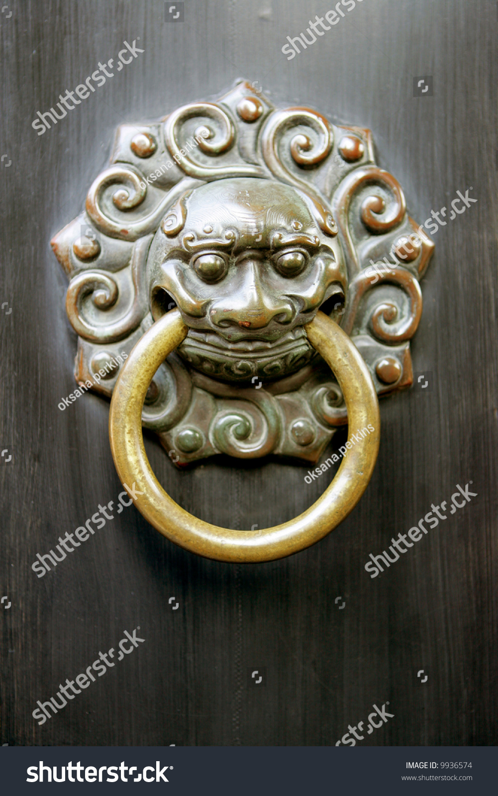 Antique Lion Head Door Knob Chinese Stock Photo 9936574 - Shutterstock