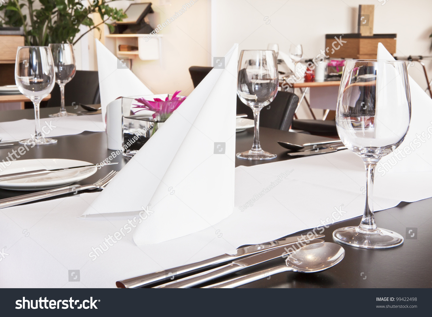 Restaurant table setup - Formal Dining Table Set Up With Flower In Luxury Restaurant